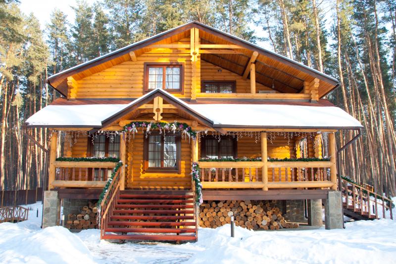 Как отделать окна в деревянном доме?