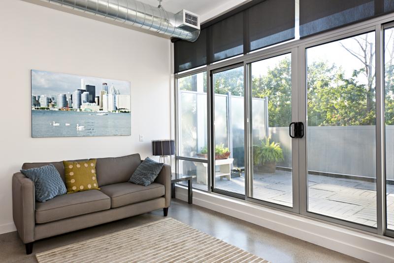 Что лучше: пластиковые или алюминиевые окна?