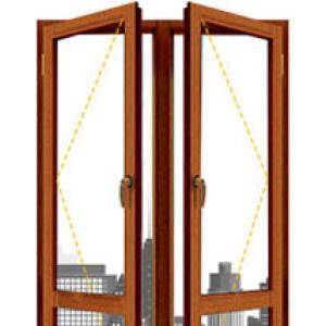 Окно из лиственницы двухстворчатая балконная дверь
