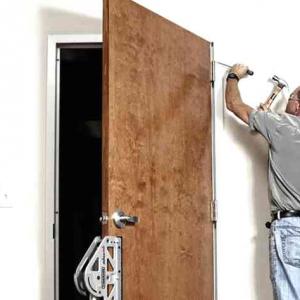 Демонтаж входных дверей