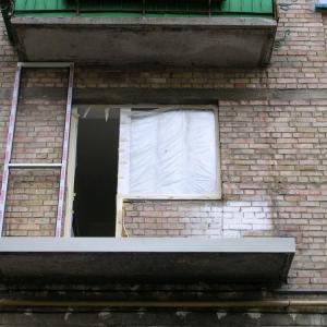 Демонтаж балконов и лоджий